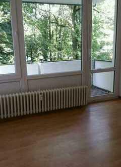 ** Familien Willkommen ** Sanierte 4,5-Zimmer-Wohnung mit Schwimmbad und Sauna !!