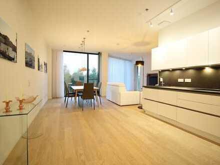 Möbliert: Schöne, geräumige zwei Zimmer Wohnung in München