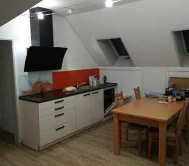 Wohnen/Arbeiten mitten in der Stadt 3-Raum-DG-Wohnung mit Einbauküche in Vilshofen