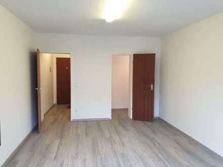 Frisch renovierte 1-Zimmer-Wohnung mit Terasse in Mannheim-Neuostheim
