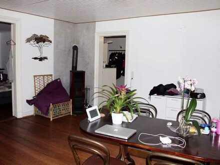 2,5 Zimmerwohnung mit Einbauküche und Kamin