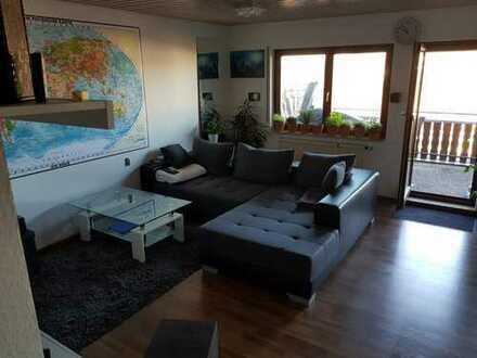 Stilvolle, gepflegte 2-Zimmer-Dachgeschosswohnung mit Balkon und EBK in Oberboihingen