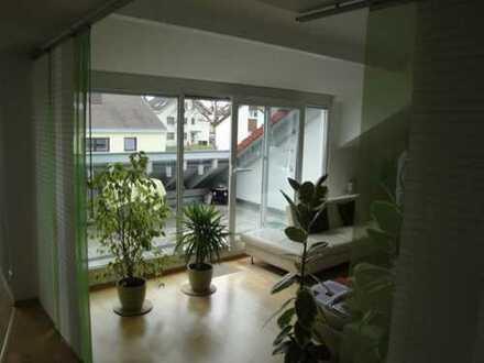 Schöne, helle und ruhige 2 1/2 Zimmer Dachgeschosswohnung mit großem Balkon am Lerchenberg/Nürtingen