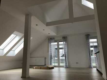 Neuwertige 2-Zimmer-DG-Wohnung mit EBK in Mühlheim am Main