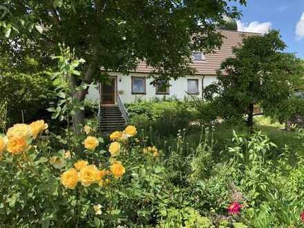 Individuelles Landhaus mit herrlicher Gartenanlage für Liebhaber