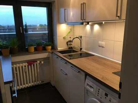 Helle 1,5-Zimmer-DG-Wohnung mit Dachterrasse und Einbauküche in Mülheim, Köln