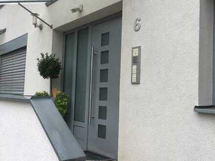 Stilvolle, gepflegte 3-Zimmer-Wohnung mit Balkon und Einbauküche in Pentenried