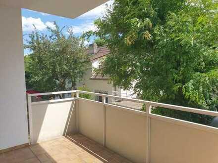 Große, helle und sonnige 3-Zimmer Wohnung in Frankfurt Ginnheim mit neuer Einbauküche und Balkon