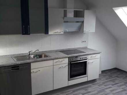 Attraktive 3-Zi-Dachgeschosswohnung mit Einbauküche in Fürth-Burgfarrnbach