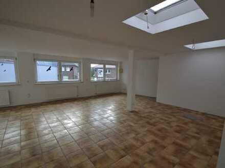 Renovierte Wohnung im 1. Obergeschoss mit separatem Eingang in zentraler Lage