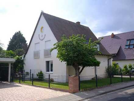Freistehendes Einfamilienhaus in bester Wohngegend mit großem Garten