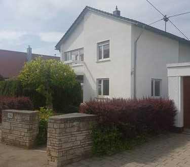 RT-Rommelsbach: Repräsentatives Wohnhaus in ruhiger Lage