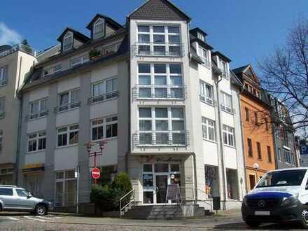 Top renovierte, sonnige Dreiraumwohnung mit eigenem Stellplatz