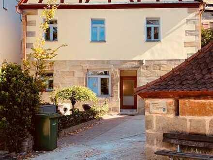 Modernisierte 2,5-Zimmer-Erdgeschosswohnung mit Terrasse und EBK in Heroldsberg