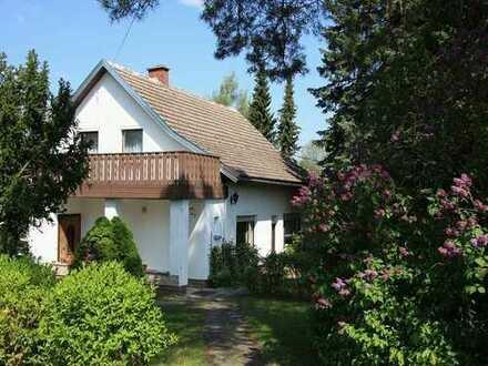*** LANDIDYLL *** Ideal für eine naturverbunde Familie. EFH mit Terrasse & Balkon, großer Garten, ..