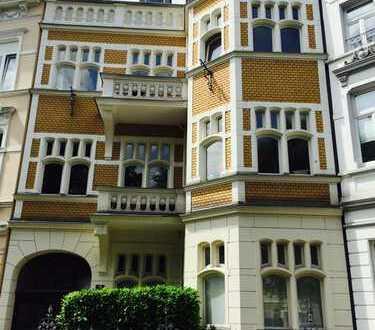 kleine Altbauwohnung, schick möbliert, Nähe UNO und Südstadt zu vermieten