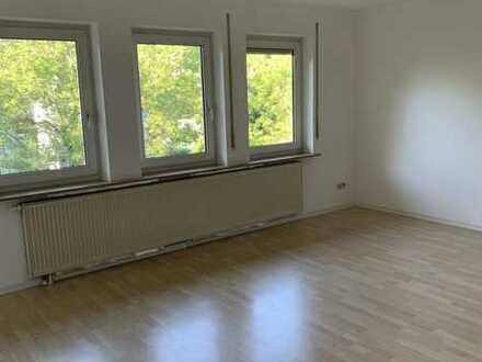 Schöne, helle 3 Zimmer-Wohnung mit Balkon