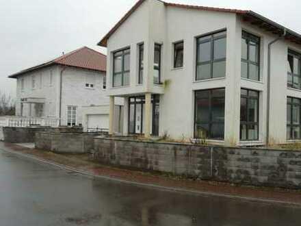 Haus für die grosse Familie in Weissenheim am Berg zu verkaufen