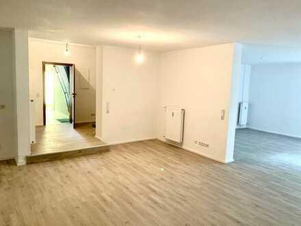 Erstbezug nach Sanierung: Attraktive 1,5-Zimmer-Wohnung mit gehobener Innenausstattung im Zentrum