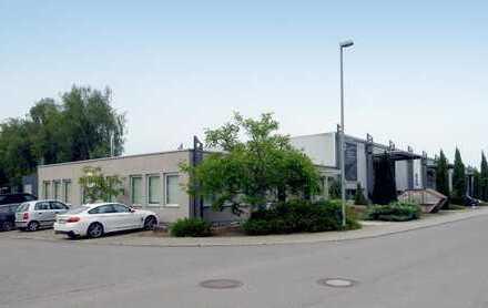 Vielseitig nutzbarer Halle 1017 m² mit Bürogebäude 204 m² - im Blickfeld der B10