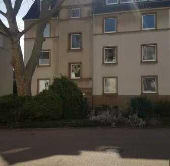 In ruhiger Anliegerstraße: Renoviertes Appartement mit Balkon im EG eines stilvollen 8-Fam.-Hauses