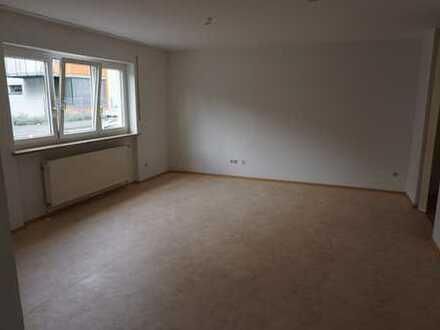Modernisierte 1,5-Zimmer-EG-Wohnung mit Einbauküche in Coburg