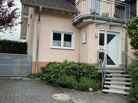 Wunderschöne DHH mit Traumblick, ca. 125qm, 4-(5)ZKBB, G-WC, Terrasse, 2 Stellplätze, 342qm Grdst