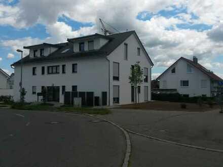 Wunderschöne 2,5-Zimmer-Dachgeschosswohnung mit Balkon und EBK in Rommelsbach