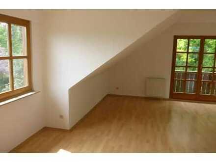 Sehr schöne 3-Zi.-Wohnung inkl. EBK & Balkon in herrlicher Wohnlage von Coburg - Bereich Marschberg