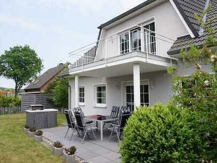 CUXHAVEN OT ALTENWALDE: Großzügiges, attraktives Komfort-Einfamilienhaus in ruhiger Lage