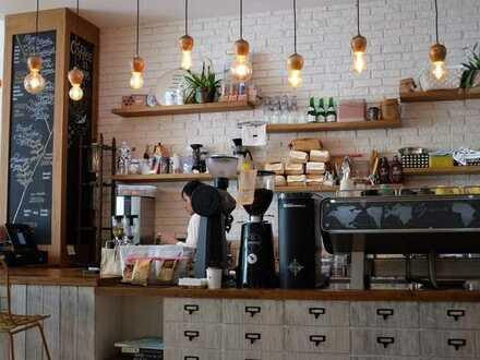 Lichtdurchflutetes Cafe