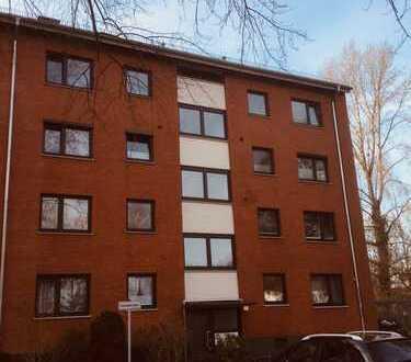 Schöne helle 3-Zimmer-Wohnung mit Balkon und Einbauküche im Schweizer Viertel