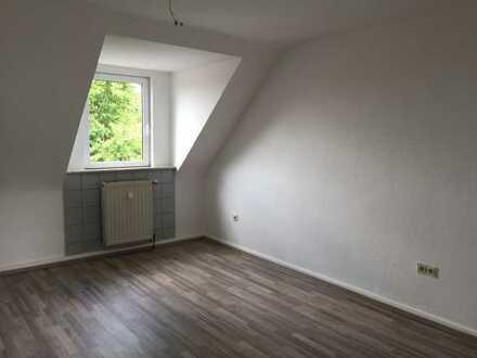Gemütliche 3 Zimmer im Dachgeschoss: Ideal für Singles und Pärchen!