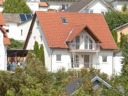 Idstein - Toplage, Ein - Zweifamilienhaus zu mieten mit kleinem Grundstück und traumhaften Fernbl...
