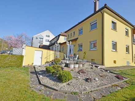 Für die ganze Familie! Das Haus der vielen Möglichkeiten mit Garten und Doppelgarage in Ditzingen