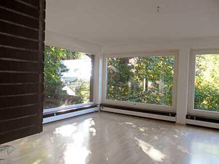 sehr schön gelegene, großräumige Wohnung in Seeheim