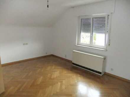 Attraktive 2-Zimmer-DG-Wohnung in ruhiger Wohnlage in Böblingen