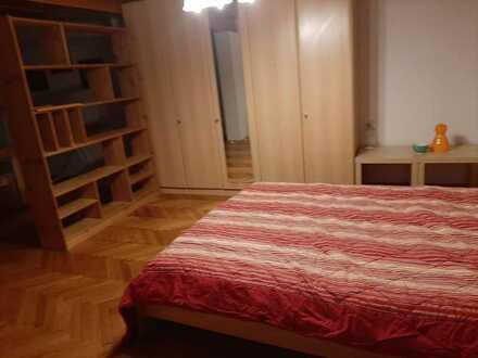 Großes schönes Zimmer mit Terrasse in Mädchen-Haus-WG frei, sehr gute Bus-Anbindung 490 all inclusiv