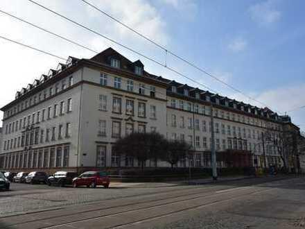 Büroetage in altehrwürdigem Bürohaus unweit der Elbe