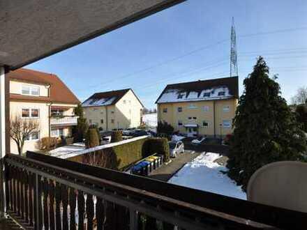 3-Raum Wohnung mit Balkon, Laminat, Tageslicht Badezimmer und PKW Stellplatz