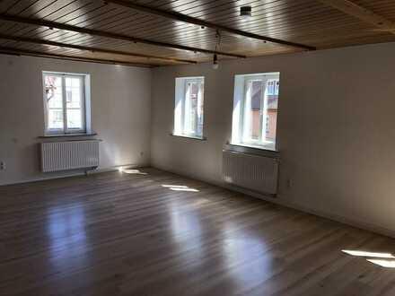 Erstbezug nach Sanierung mit Einbauküche und Balkon: günstige 5-Zimmer-Wohnung in Bad Windsheim