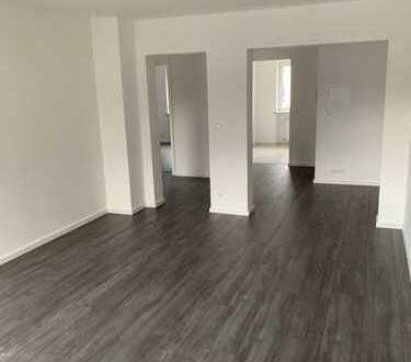 Erstbezug nach Sanierung mit Balkon: exklusive 3-Zimmer-Wohnung in Nürnberg. Ideal für Pärchen