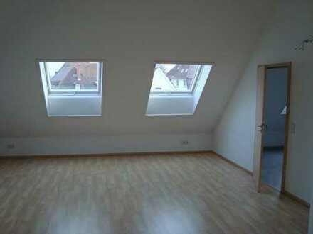 Sehr helle, freundliche, ruhige 1 ZKB Dachgeschosswohnung