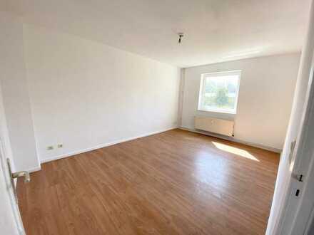 Schicke 1-Raumwohnung mit Laminatboden, Tageslichtbad mit Wanne und Küchenteilen...!!!