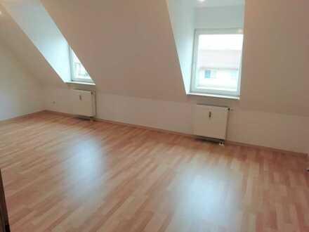 Wunderschöne 90 qm Dachgeschosswohnung mit Ausblick in Uffenheim optional mit Tiefgaragen-Stellplatz