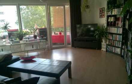 Tolle Lage: Schöne 2-Zi. Wohnung mit Wintergarten und Südbalkon