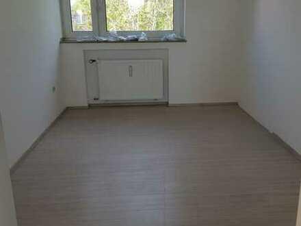 Helles WG Zimmer 12 m2 in einer 5-Zimmer Wohnung