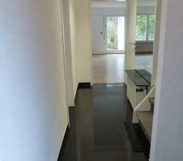 Familienfreundliches RMH mit 2 Bädern, 4 Schlafzimmern, Garage und Paradiesgrundstück am Lerchesberg