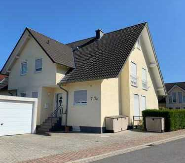 Perfekte Familienidylle in Hofstätten DHH mit Garten und Einliegerwohnung.