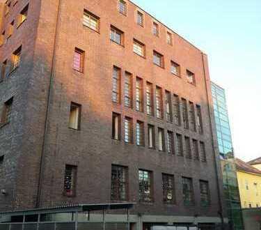 Nette WG bietet Zimmer in einer Penthauswohnung im 4 Stock + 60 qm Dachterrasse